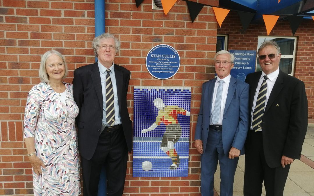 Plaque Unveiled To Honour Stan Cullis